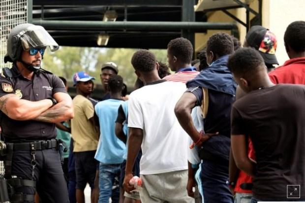 إجراء غير مسبوق.. السلطات الإسبانية تعيد المهاجرين الأفارقة إلى المغرب! (فيديو)