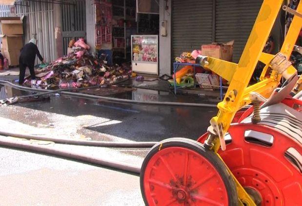 بالصور والفيديو من كازا.. حريق في محل للألعاب