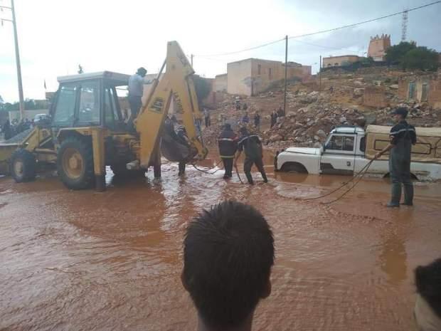 بالصور من سيدي إفني.. أمطار طوفانية تغرق العديد من الشوارع