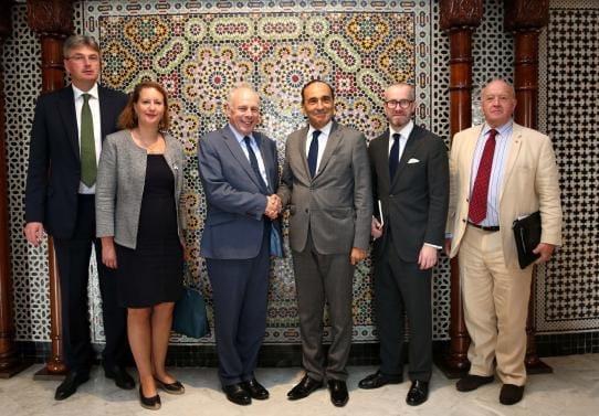 بعد لقائه مع المالكي.. الوفد الدبلوماسي البريطاني يصل إلى العيون