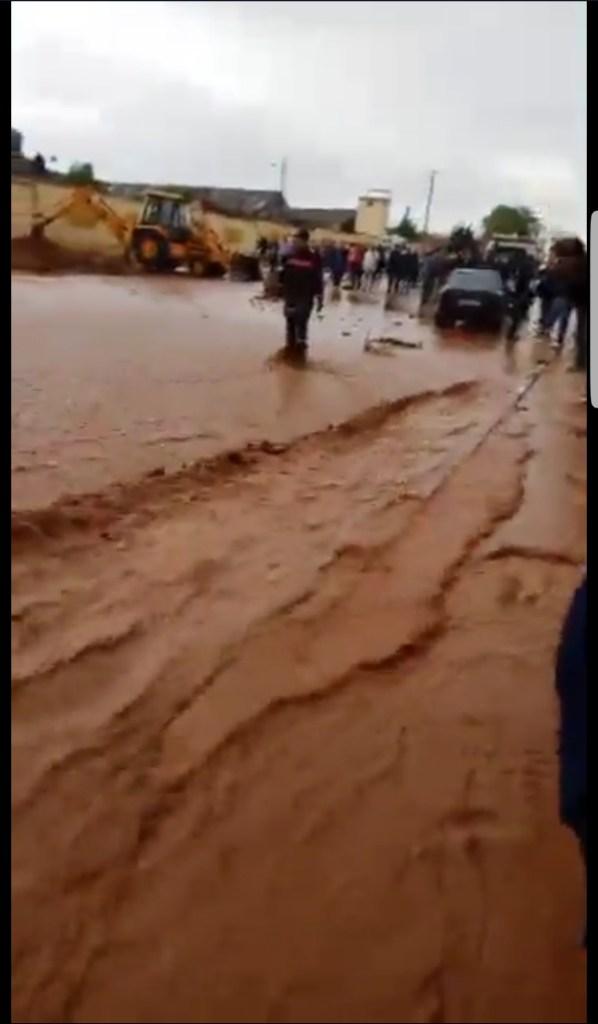بالفيديو.. الأمطار تُغرق فاس وتحاصر مجموعة أشخاص