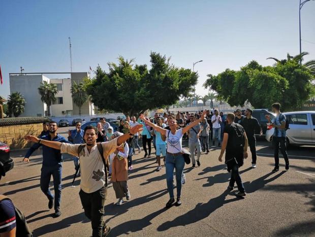 يربط بين كازا والمحمدية.. إلغاء خط للنقل يغضب طلبة جامعة الحسن الثاني (صور)