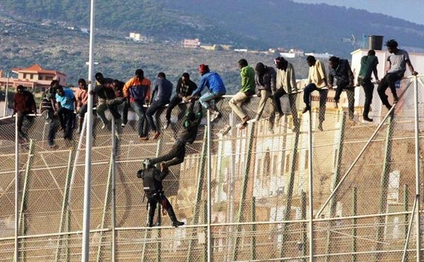 طرد واكتظاظ.. إسبانيا وحلات مع المهاجرين