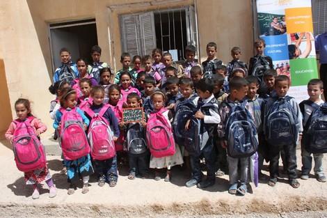 لفائدة اليتامى وذوي الاحتياجات الخاصة.. توزيع محافظ مدرسية في الداخلة