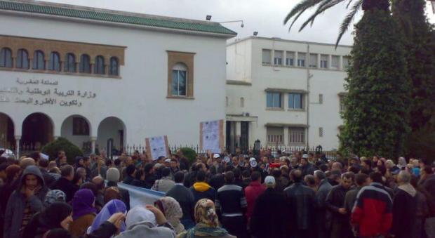 وقفة ومسيرة احتجاجية وإضراب.. احتفال من نوع خاص باليوم العالمي للمدرس