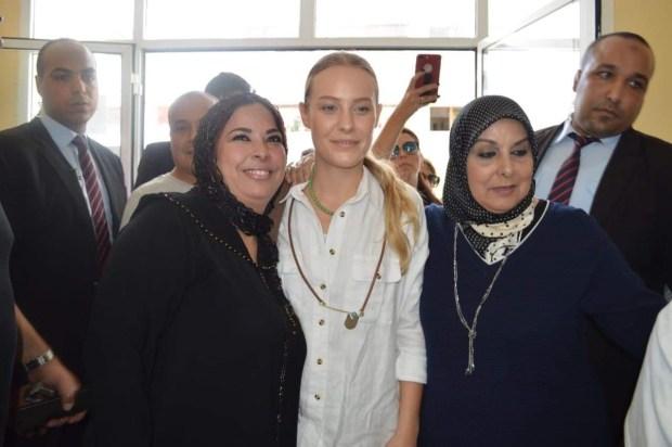 """بالصور من الحسيمة.. بطلة مسلسل """"سامحيني"""" تزور دار العجزة"""