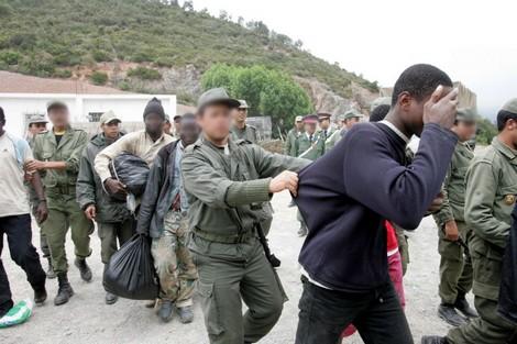 بين الناظور ومليلية.. محاولة منع 300 مهاجر تنتهي بإصابة 12 جنديا مغربيا