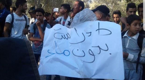 بالصور من الصويرة.. تلاميذ يحتجون على انقطاع الماء