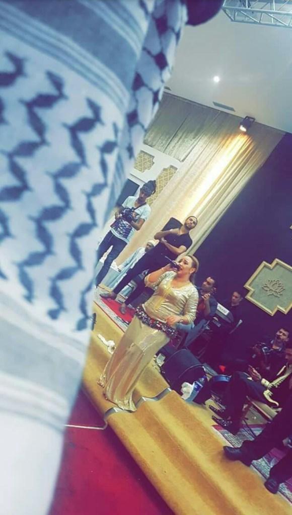 حماق الفايس بوك.. حفلة خاصة بالذكور مع الشيخة تراكس بلباس الخليجيين! (صور وفيديو)
