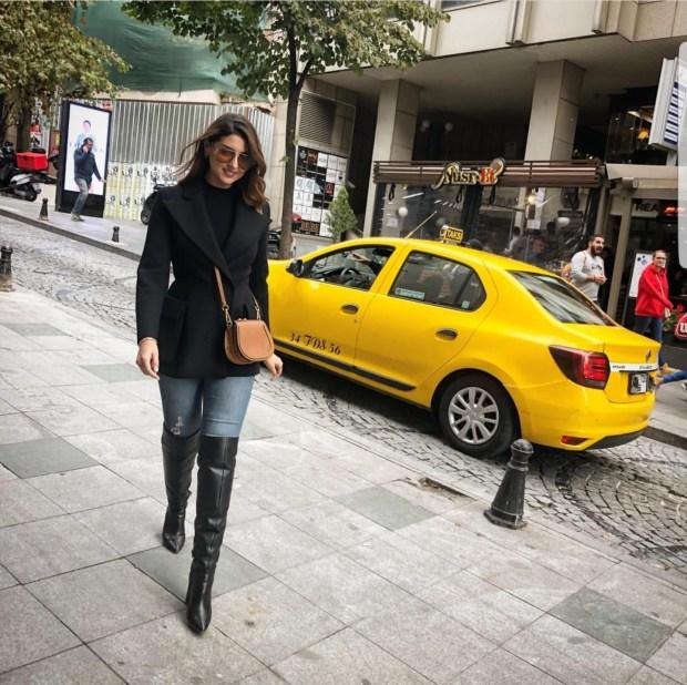 تكتفي بالدعاء.. الإعلامية مريم سعيد تسافر إلى تركيا ولا ترد  على الصور المثيرة  (صور)
