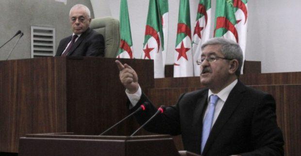 نايضة في الجزائر.. رئيس الوزراء يطالب رئيس مجلس النواب بالتنحي