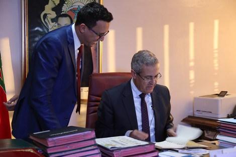 بعد قرار الإبقاء على الساعة الإضافية.. فريق العدالة والتنمية في مجلس المستشارين يسائل بن عبد القادر