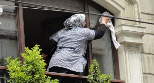 اللي مخدمين الناس فديورهم.. قانون العمال المنزليين يدخل حيز التنفيذ