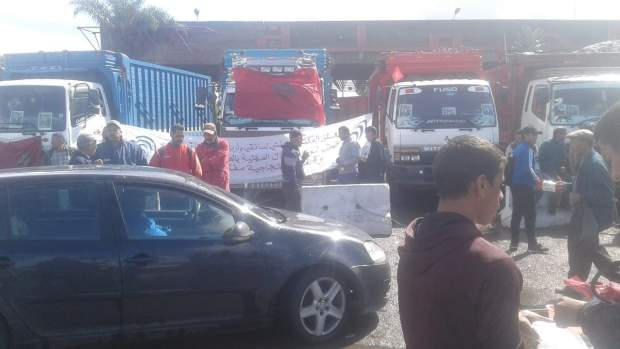 بسبب إضراب أرباب الشاحنات.. الخضرة والديسير شعلات فيهم العافية