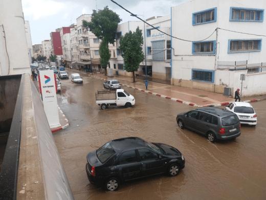 بالصور من الحسيمة.. دقائق من الأمطار تغرق الشوارع