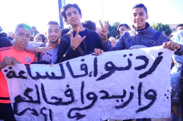 تلاميذ من مراكش للحكومة: زدتو فالساعة وزيدو فحالكم! (صور)