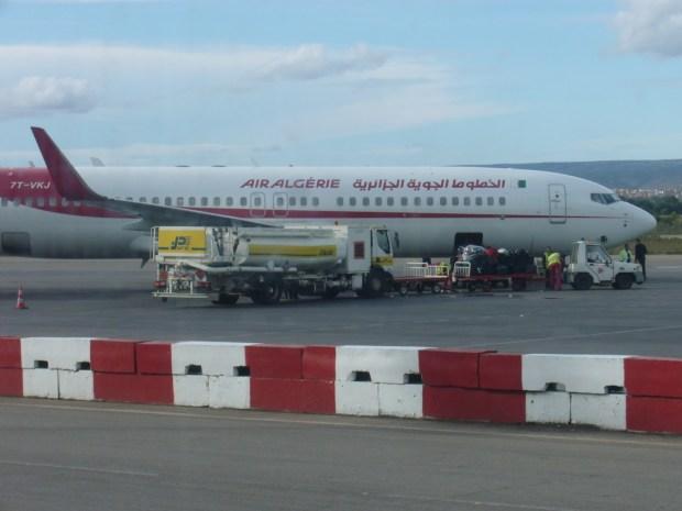 على لسان سفارته في الجزائر.. المغرب ينفي منع دخول طائرة مشجعي الساورة إلى طنجة