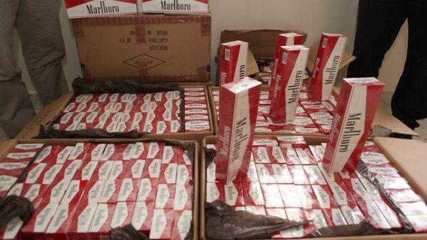 حجز 3460 علبة.. توقيف أكبر مروج للسجائر المهربة في تطوان