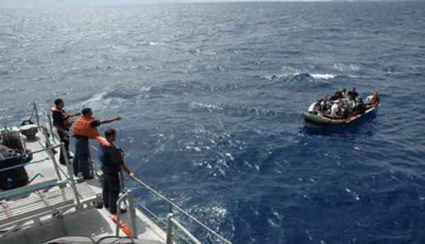بينهم 23 امرأة.. البحرية الملكية تقدم المساعدة ل185 مهاجرا سريا