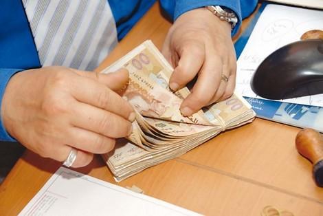 الحكومة غادي تترفح.. 13 ألف طبيب سيؤدون ضرائب بملايير السنتيمات!