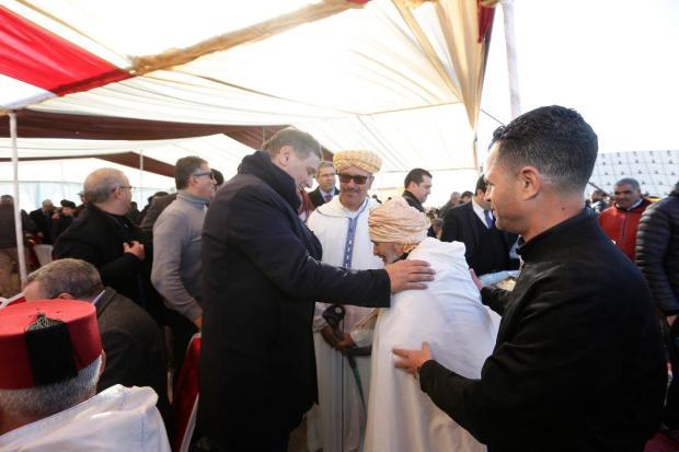 بحضور 3000 عضو.. أخنوش وقيادة الأحرار يلتقون سكان أولاد الميدي في تاوريرت (صور)