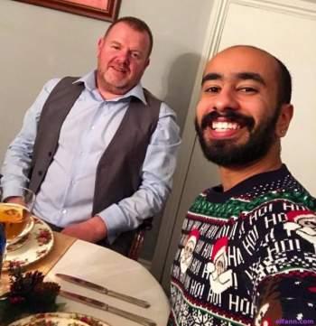 """بالصور.. سعودي خريج """"ستار أكاديمي"""" يعلن مثليته!"""