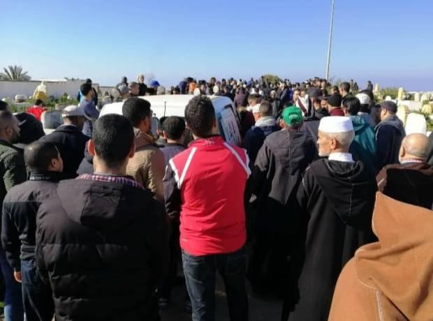 قضى في محاولة للهجرة السرية.. جنازة بطل مغربي في رياضة الكيك بوكسينغ! (صور)
