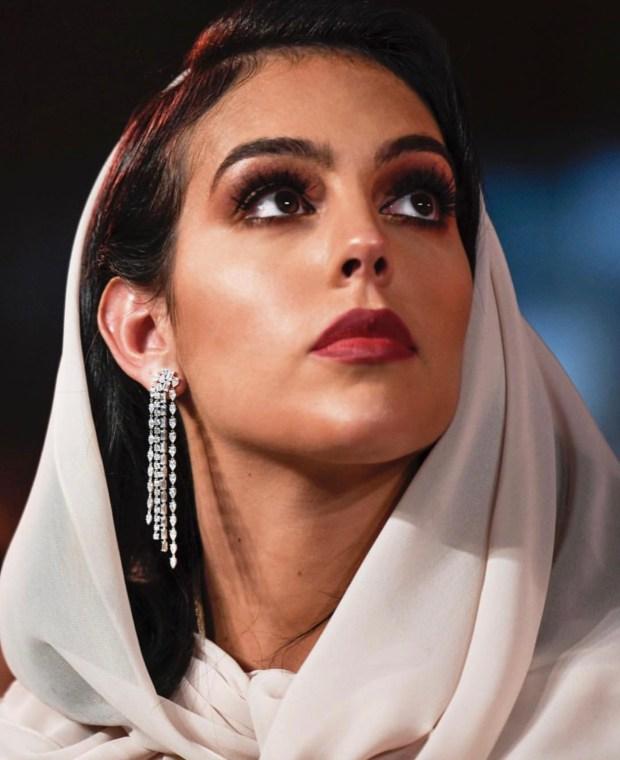 بعد ارتدائها القفطان المغربي.. خطيبة رونالدو تفاجئ جمهورها بتدوينة باللغة العربية