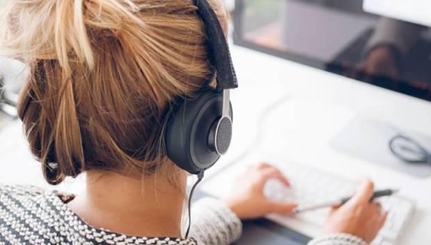 دراسة.. الموسيقى في العمل تقلل الإجهاد والتوتر