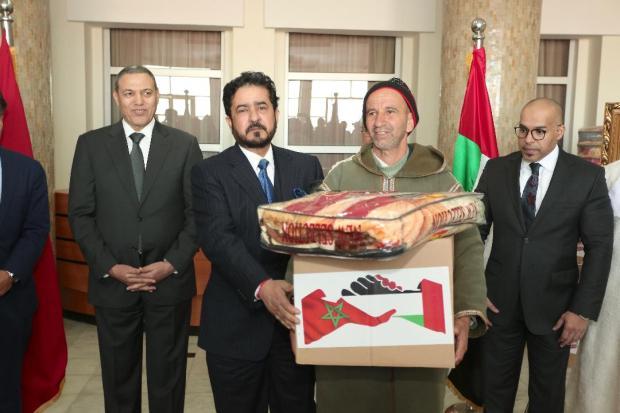 توزيع مساعدات غذائية وأغطية.. سفير الإمارات كيدير الخير فبني ملال (الصور)