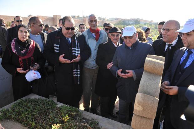 بالصور من الرباط.. اتحاديون يزورون قبر بوعبيد