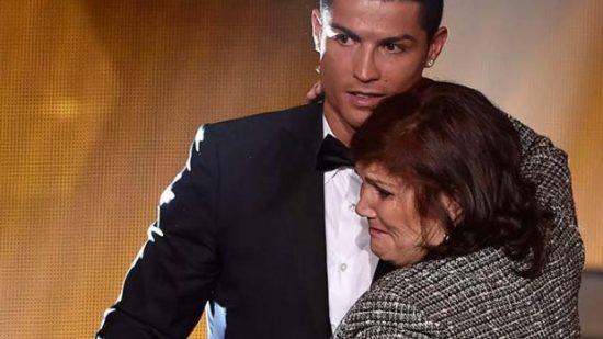 بسبب السرطان.. الموت يهدد والدة كريستيانو!!