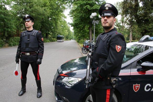 إيطاليا.. القبض على مهاجر مغربي سرق هاتفا واعتدى على عناصر الأمن بالحجارة
