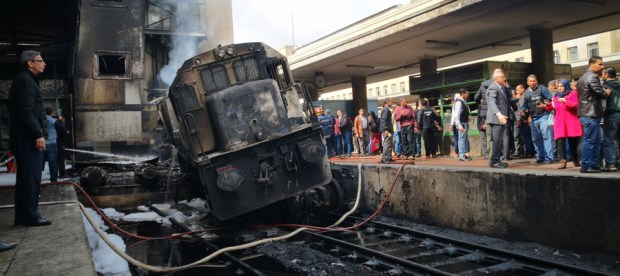 على خلفية حادث محطة القطارات.. وزير النقل المصري يقدم استقالته
