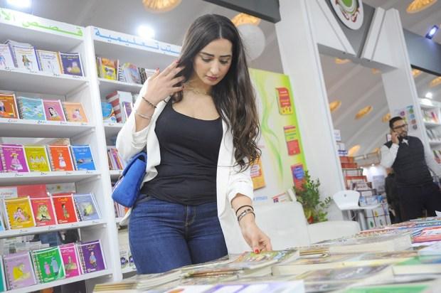 الزين كيقرا.. ملكة جمال السينما المغربية في معرض الكتاب (صور)