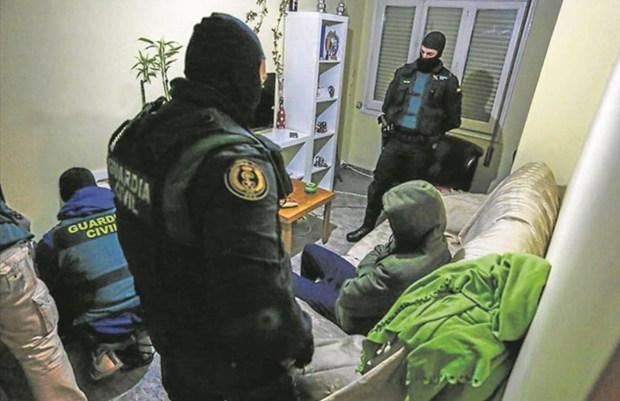 كان يشيد بتعامل هتلر مع اليهود.. اعتقال شاب مغربي في إسبانيا بسبب أفكار إرهابية