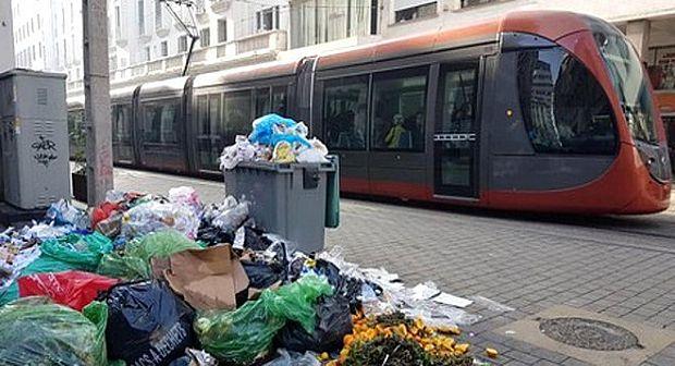 كازا.. عمال النظافة يهددون بإغراق المدينة بالأزبال