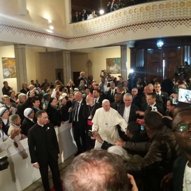 بالصور من كاتيدرالية بطرس.. مسيحيو المغرب يستقبلون البابا