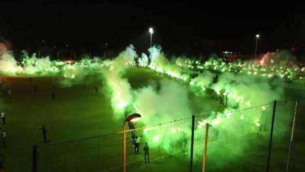 """في الذكرى الـ70 لميلاد الـ""""الخضرا"""".. آلاف الرجاويين يشعلون الوازيس (صور وفيديوهات)"""