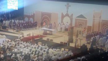 """حضرها قرابة 10 آلاف مسيحي.. البابا يؤدي """"الصلاة"""" في مركب الأمير مولاي عبد الله ( صور)"""