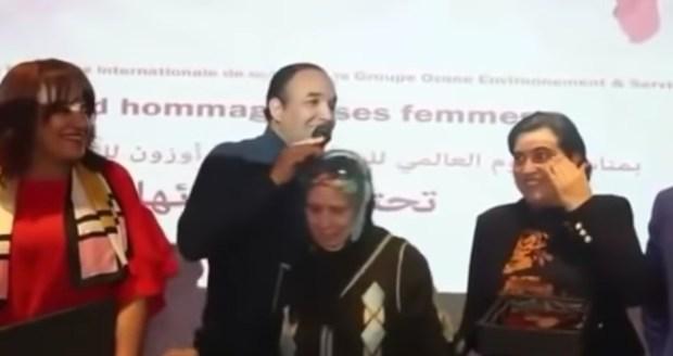 دفع الممثلة سعاد صابر.. رشيد الوالي في مرمى نيران الفايسبوكين (فيديو)