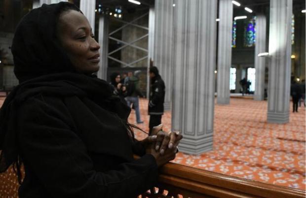 بعد جريمة نيوزيلندا.. مغنية أمريكية تعلن دخول الإسلام