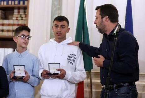 تقديرا لشجاعته.. وزير الداخلية الإيطالي يمنح الجنسية لطالب مغربي