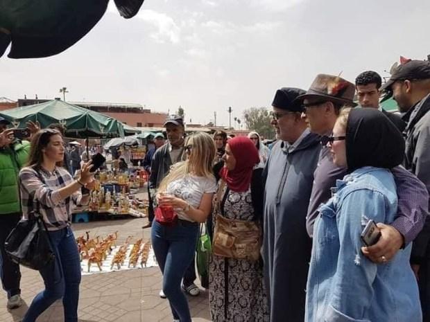 بالصور من مراكش.. ابن كيران كيدور فجامع الفنا بالجلابة والكارضكورات!