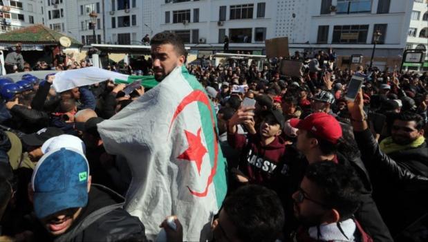 في أول رد.. واشنطن تدعم الشعب الجزائري وحقه في التظاهر السلمي