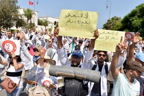 تضمنت تعليق الإضراب ووقف الاقتطاعات.. برلمانيون شباب يعلنون وساطة في ملف الأساتذة المتعاقدين