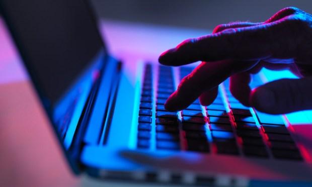صبروا غير النهار الأول.. زوار المواقع الإباحية يعودون إلى نشاطهم تدريجيا في رمضان
