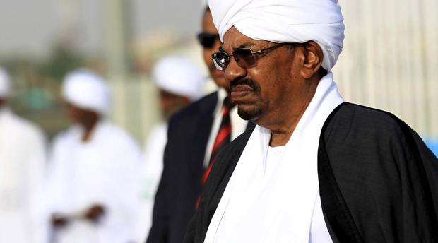 بتهم تتعلق بالفساد وتمويل الإرهاب.. النيابة العامة تأمر بالتحقيق مع الرئيس السوداني المخلوع