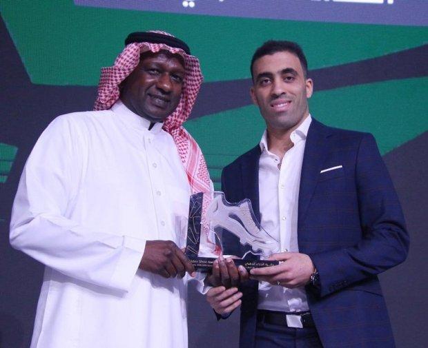 حمد الله بعد تتويجه: أمرابط وليندر تاوامبا يستحقان جائزة الحذاء الذهبي ولكن تصويت الجمهور كان لهم رأي آخر