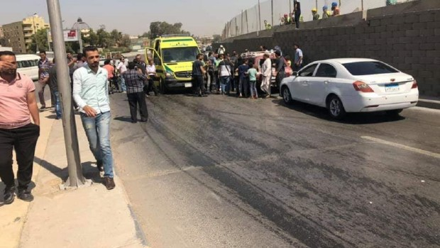 بالصور..انفجار يستهدف حافلة سياحية في مدينة الجيزة المصرية